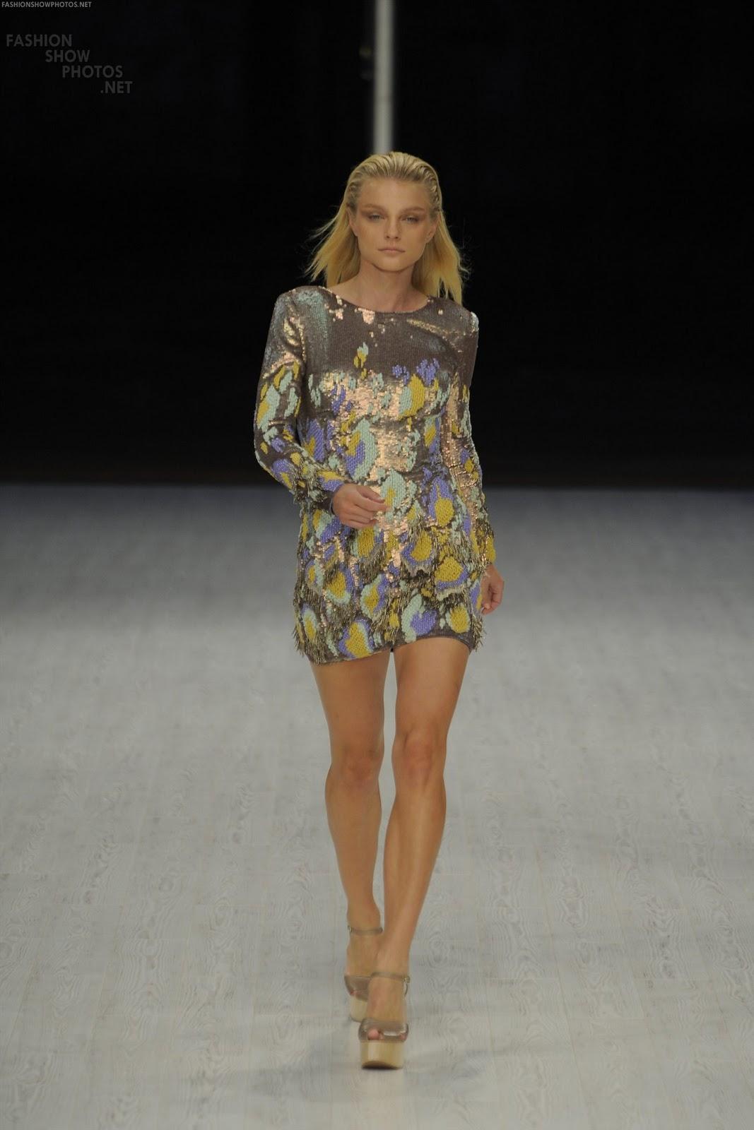 http://1.bp.blogspot.com/-Cr-DHwayNxg/TV--R05Rn7I/AAAAAAAAJBA/7vM1I3ya3WM/s1600/Jessica+Hart+%2526+Jessica+Stam+%2528Matthew+Williamson+SS%2529+HQ.jpg