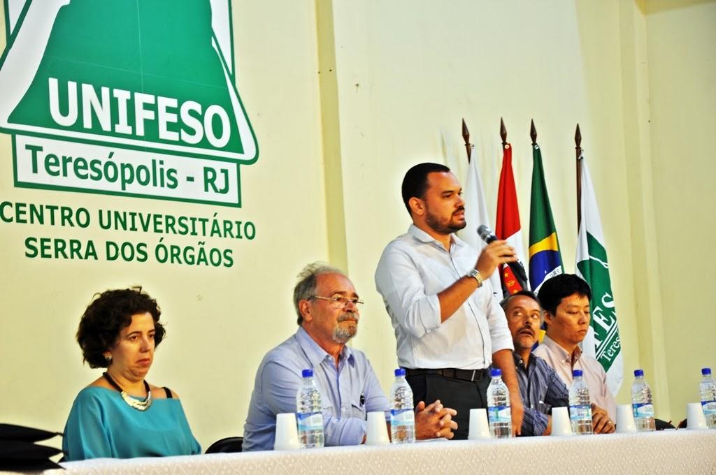 Foto 1: À mesa (E) Mônica Dahmouche; Jorge Belizário; Alexandre Cadilhe; Carlos Henrique Carregal; e Alexandre Marchetti.