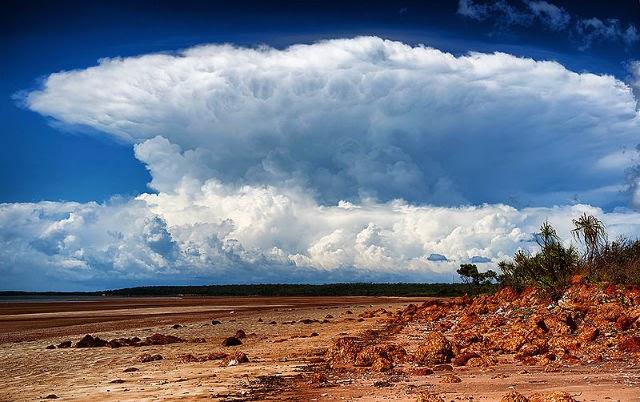 Awan badai aneh di Australia