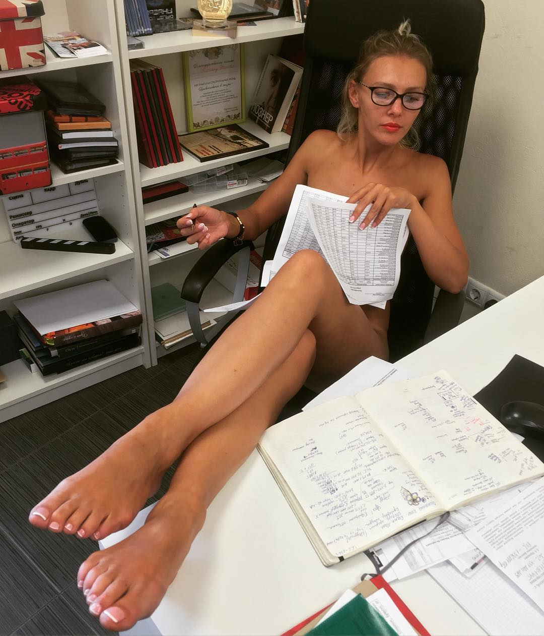 Blonde office worker Kimber Lee strips naked for nude photos at work № 1039433  скачать