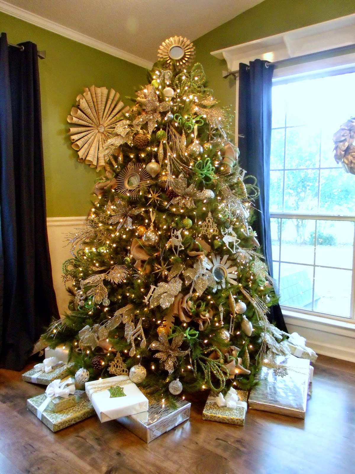 cultivate create glittery gold christmas tree