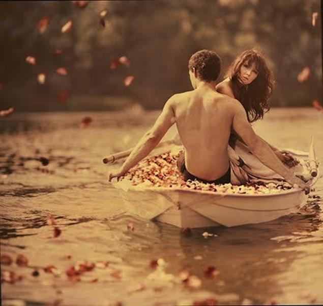 любовь на лодке уплывала