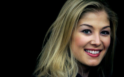 Rosamund Pike Lovely Smile Wallpaper
