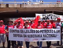 Petroleiros em greve contra leilão de Libra