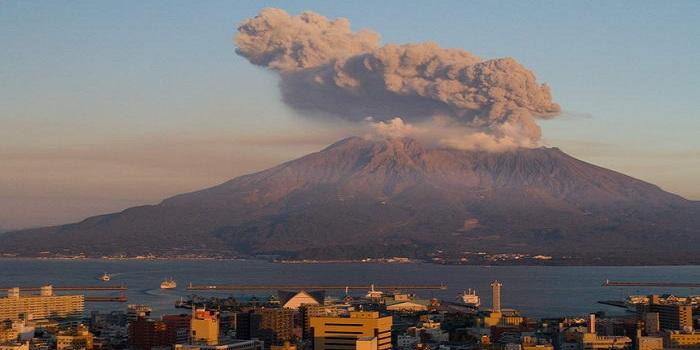Φονικός σεισμός 6,5 Ρίχτερ στην Ινδονησία, δίπλα στο μεγαλύτερο ηφαίστειο του κόσμου.