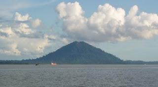 1. Pulau Halimun Terapung Ditengah Laut