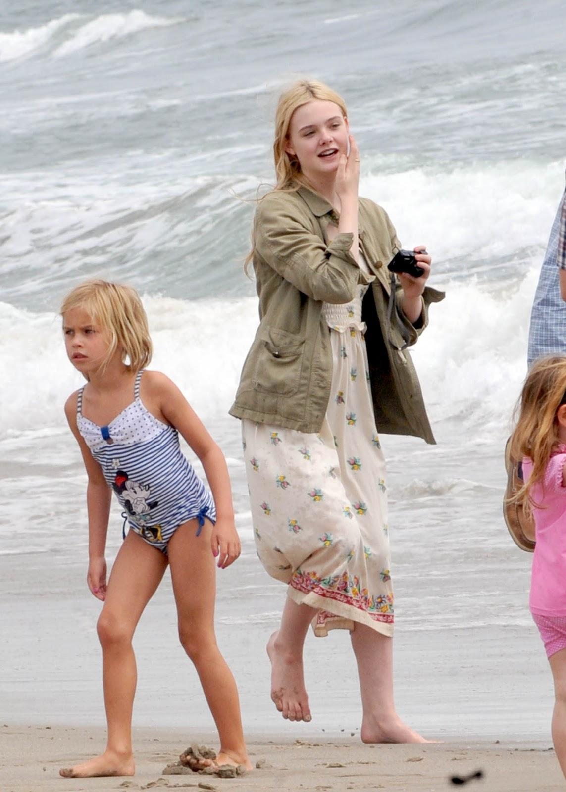 http://1.bp.blogspot.com/-CsjZn4zLDQM/UBxcYOzamrI/AAAAAAAAIuI/fry2_y7BJ2s/s1600/elle+fanning+beach+%284%29+13+june+2011.jpg