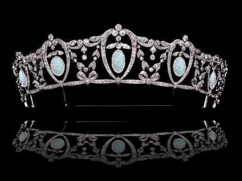 Black Crown Ring With Opal Gem