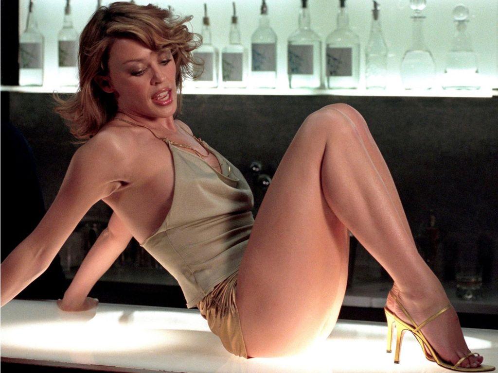 Alex Kingston desnuda Imgenes, vdeos y grabaciones