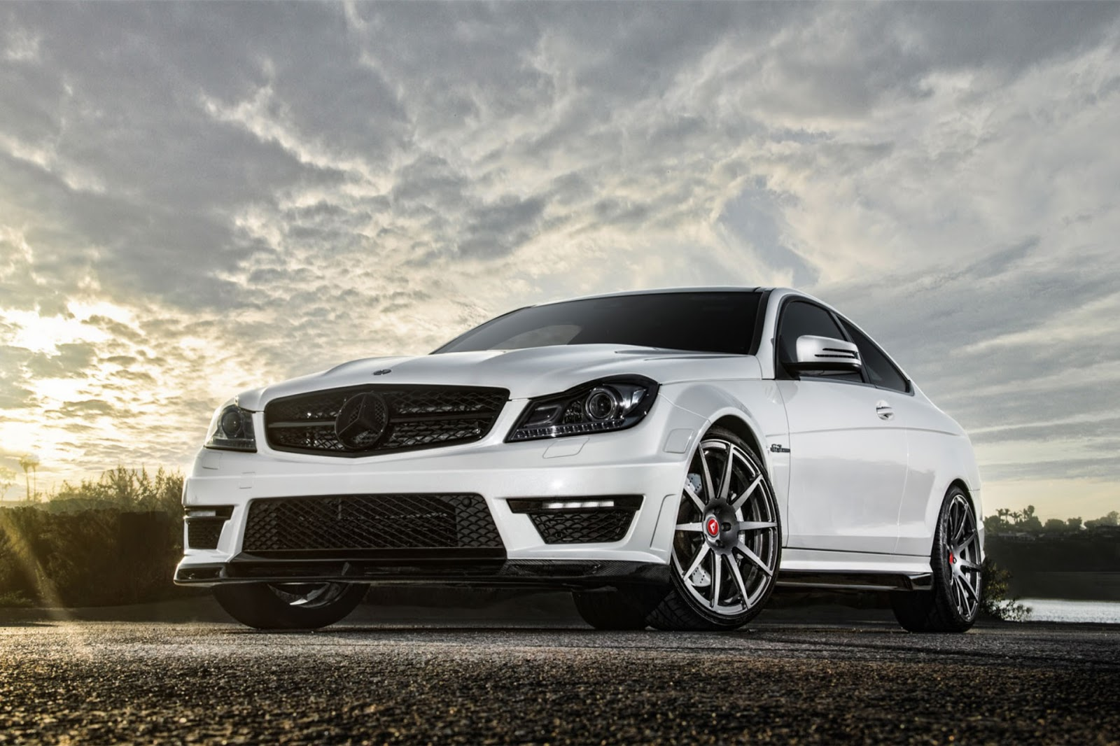 Mercedes benz c63 hd wallpapers for Mercedes benz c63 amg coupe