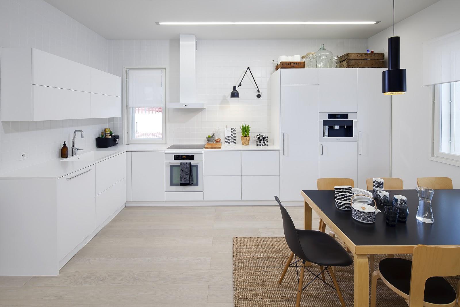 moderni puutalo Nopea katsaus keittiöön
