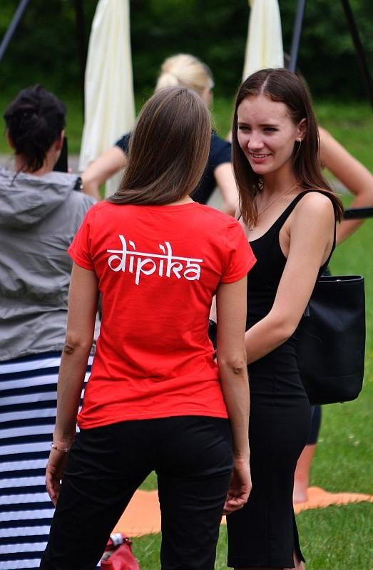 Международный день йоги в Риге в  ботаническом саду   (ул. Кандавас, 2)