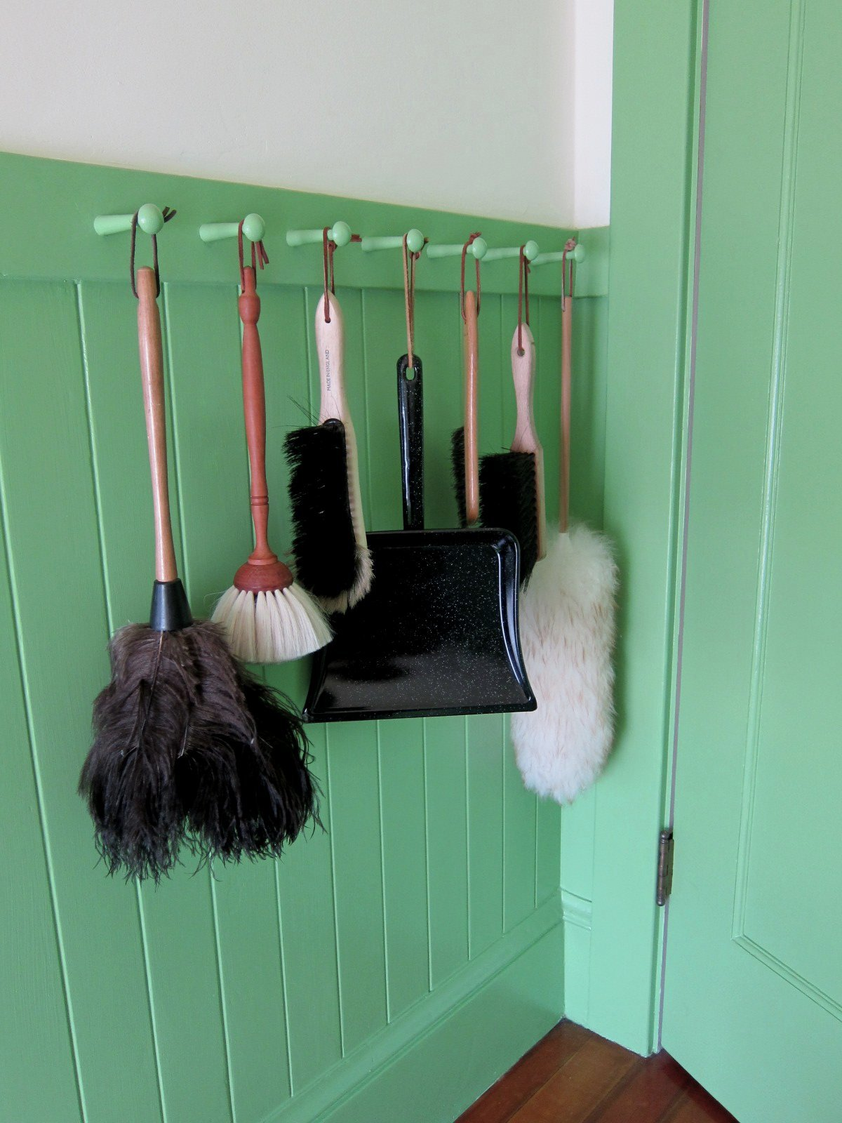 Chronica Domus: Spring Cleaning: A Broom Cupboard Alternative