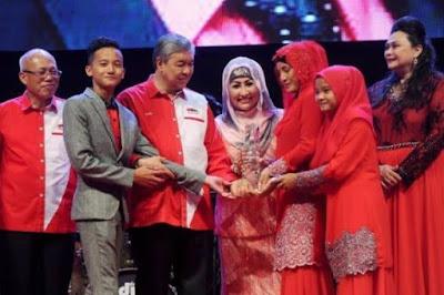Harun Salim Bachik Terima Anugerah Khas