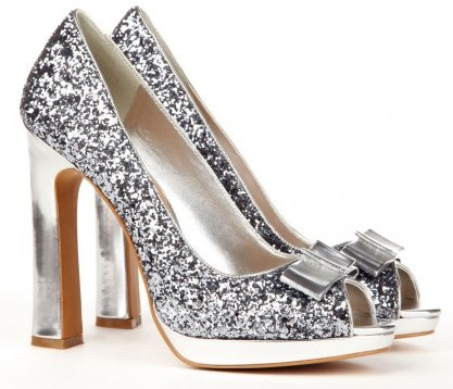 Silver glitter pumps outfit