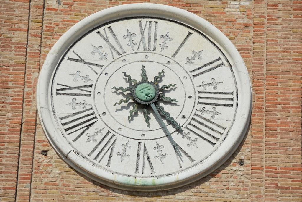 Piazza Tre Martiri Rimini clock