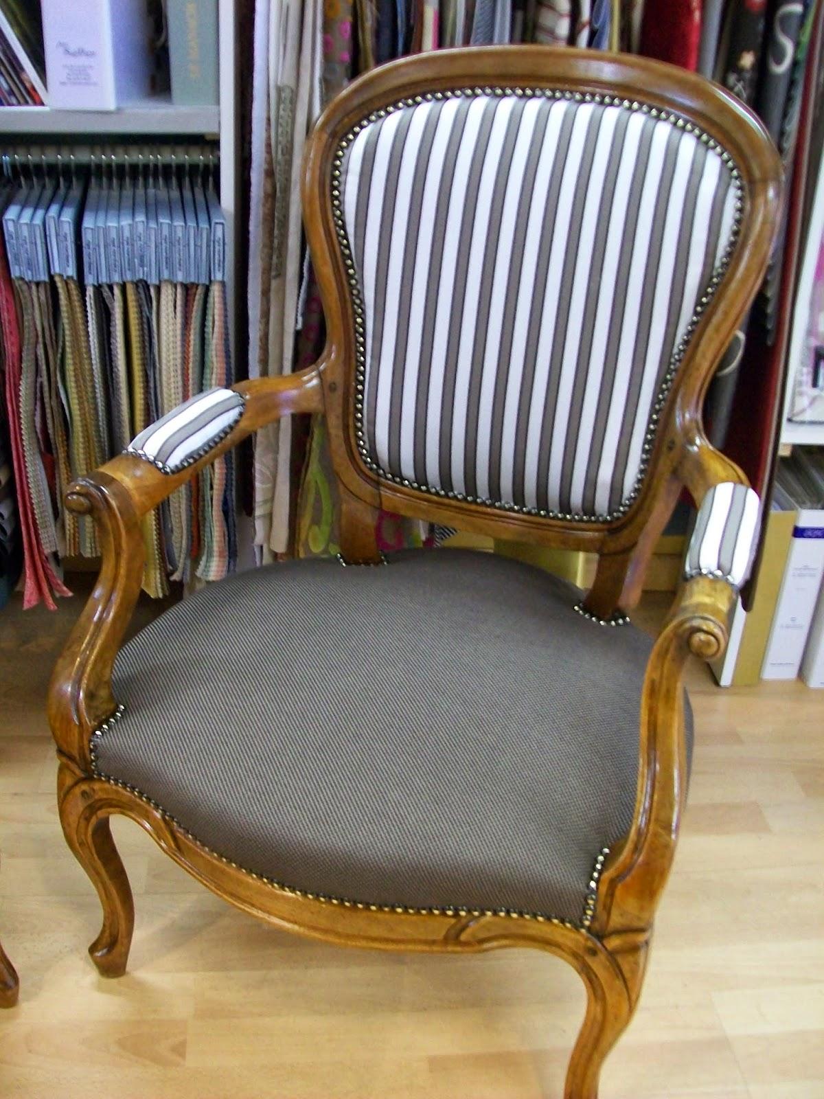 L 39 fauteuil louis phillippe et tabouret for Housse fauteuil crapaud ancien