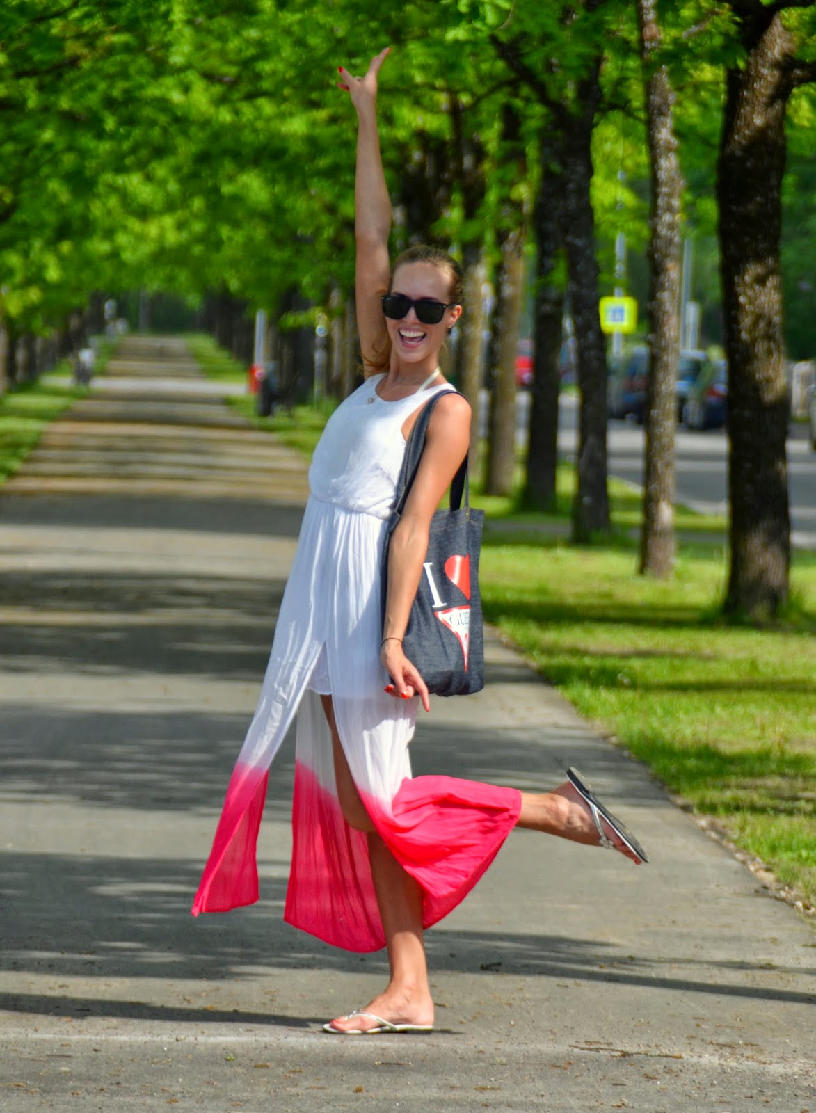 outfit summer maxi dress ombre beach bag