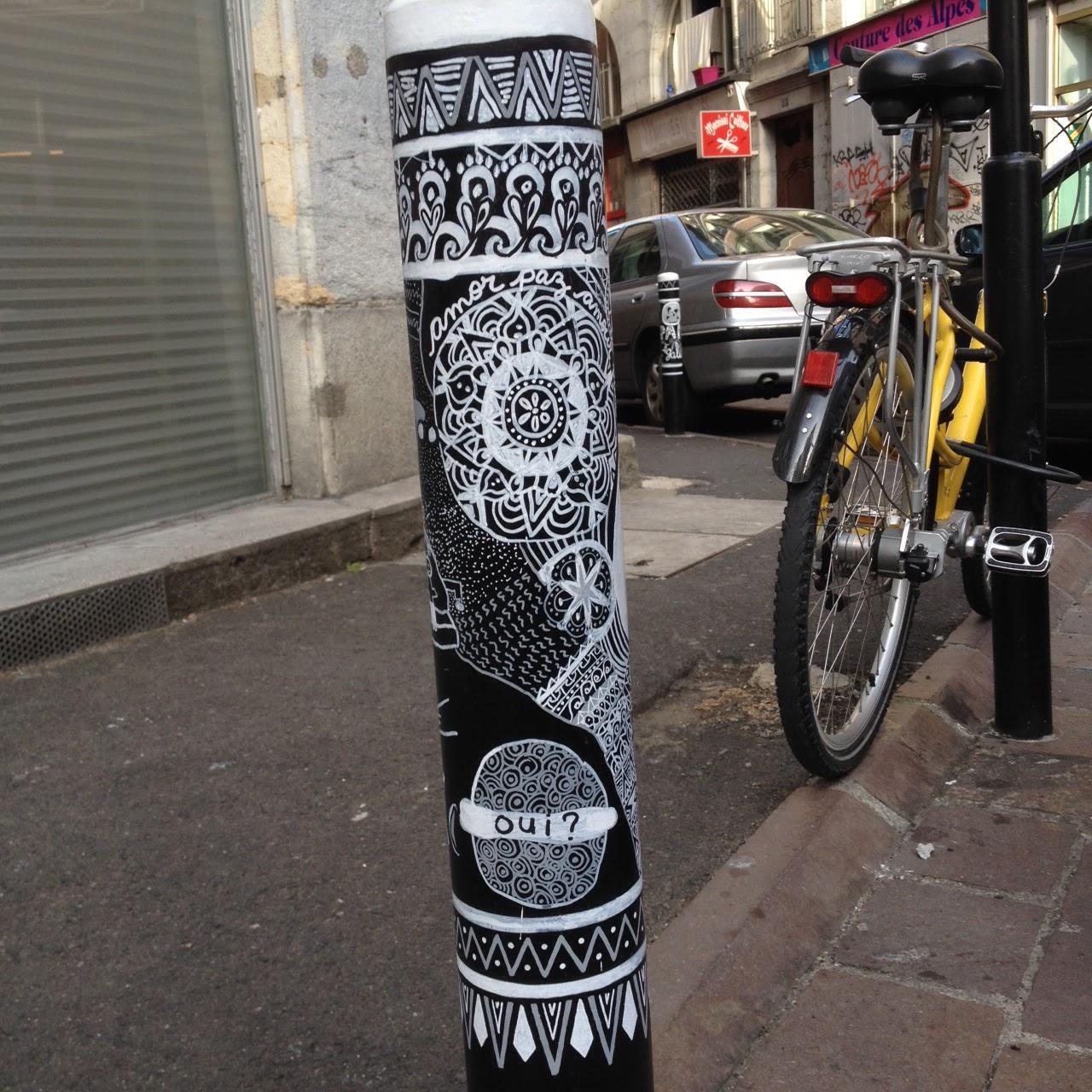 Le blog de paul tom et herv d coration rue chenoise for Decoration urbaine
