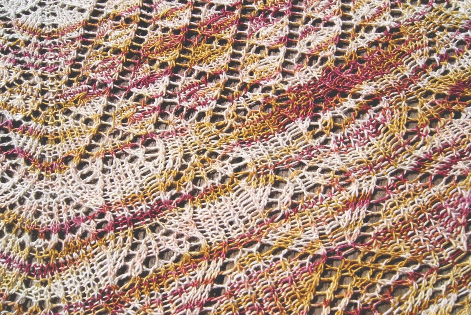 texture châle algiers tricoté en minimaiden couleur peach blossom