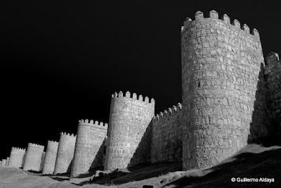 La Muralla de Ávila, by Guillermo Aldaya / AldayaPhoto