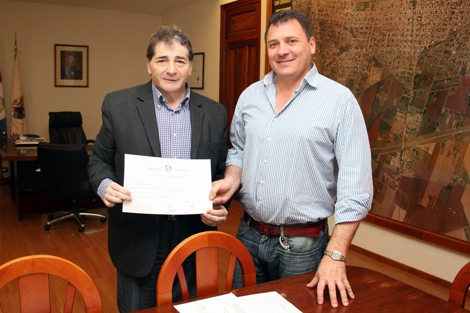 El intendente Raimundo recibió al destacado escritor Palacios