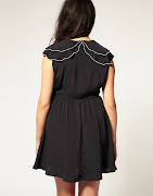 Modelo de vestido preto tamanho grande com detalhe de acabamento bordado na . (vestido preto gordinha)