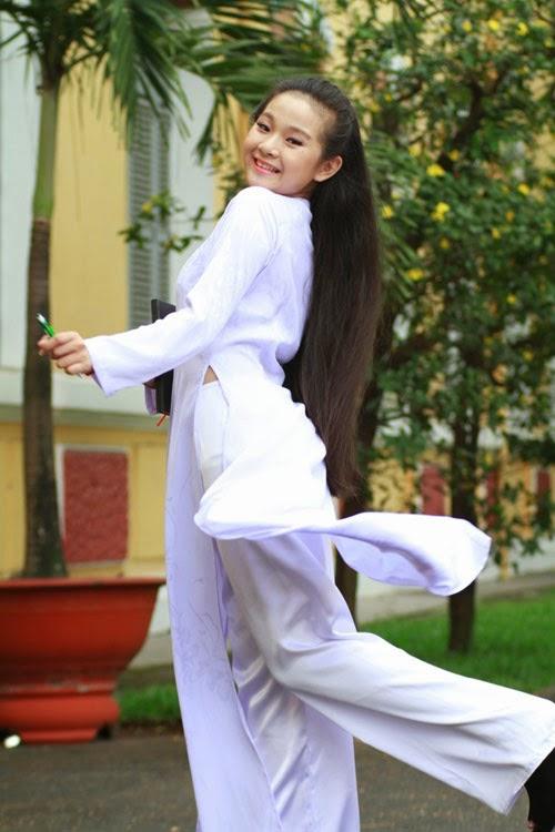 Diễn viên nhí Tam Triều Dâng xinh xắn với áo dài 12