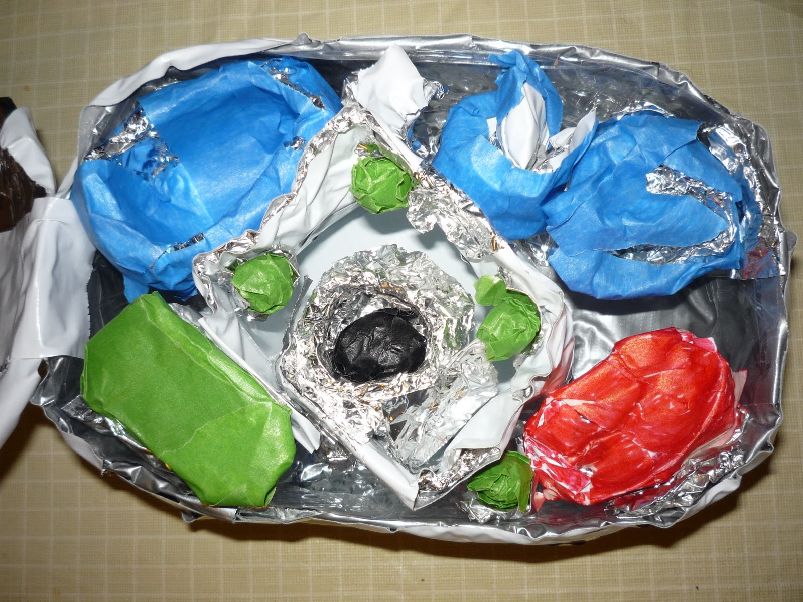 Plant Cells Made of Clay http://mcnallyschool.blogspot.com/2011/10/three-plant-cell-models-or-why-i-havent.html