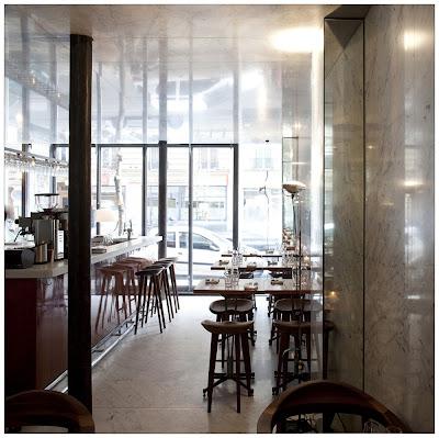 Best restaurant interior design ideas le dauphin for Le miroir resto paris