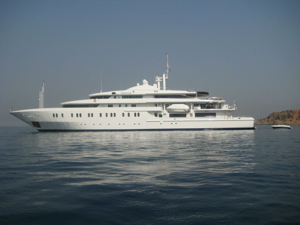 Superyacht QUEEN MIRI Port Side
