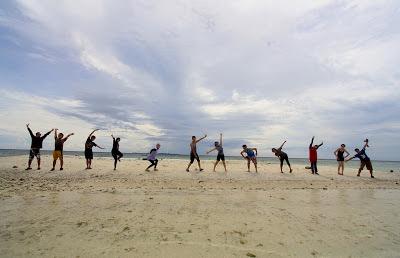 mahasiswa-berlibur-pantai