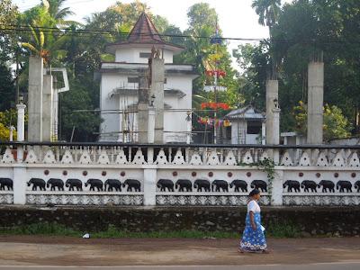 строящийся храм, Шри-Ланка
