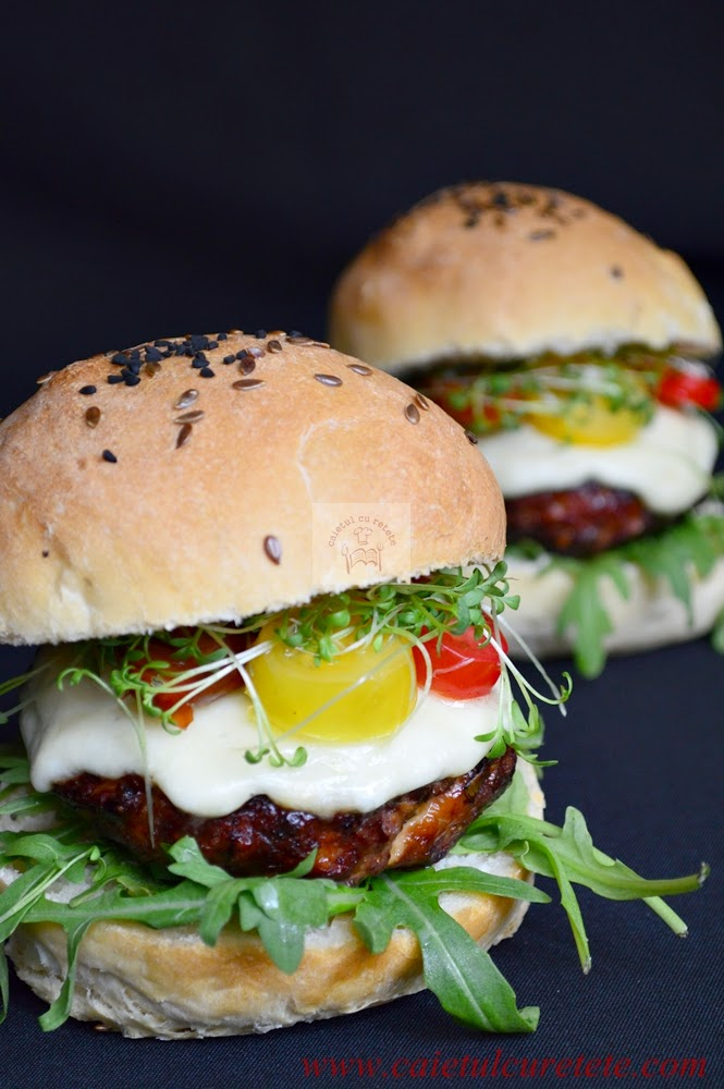 Cheeseburgeri cu carne de curcan si ciuperci