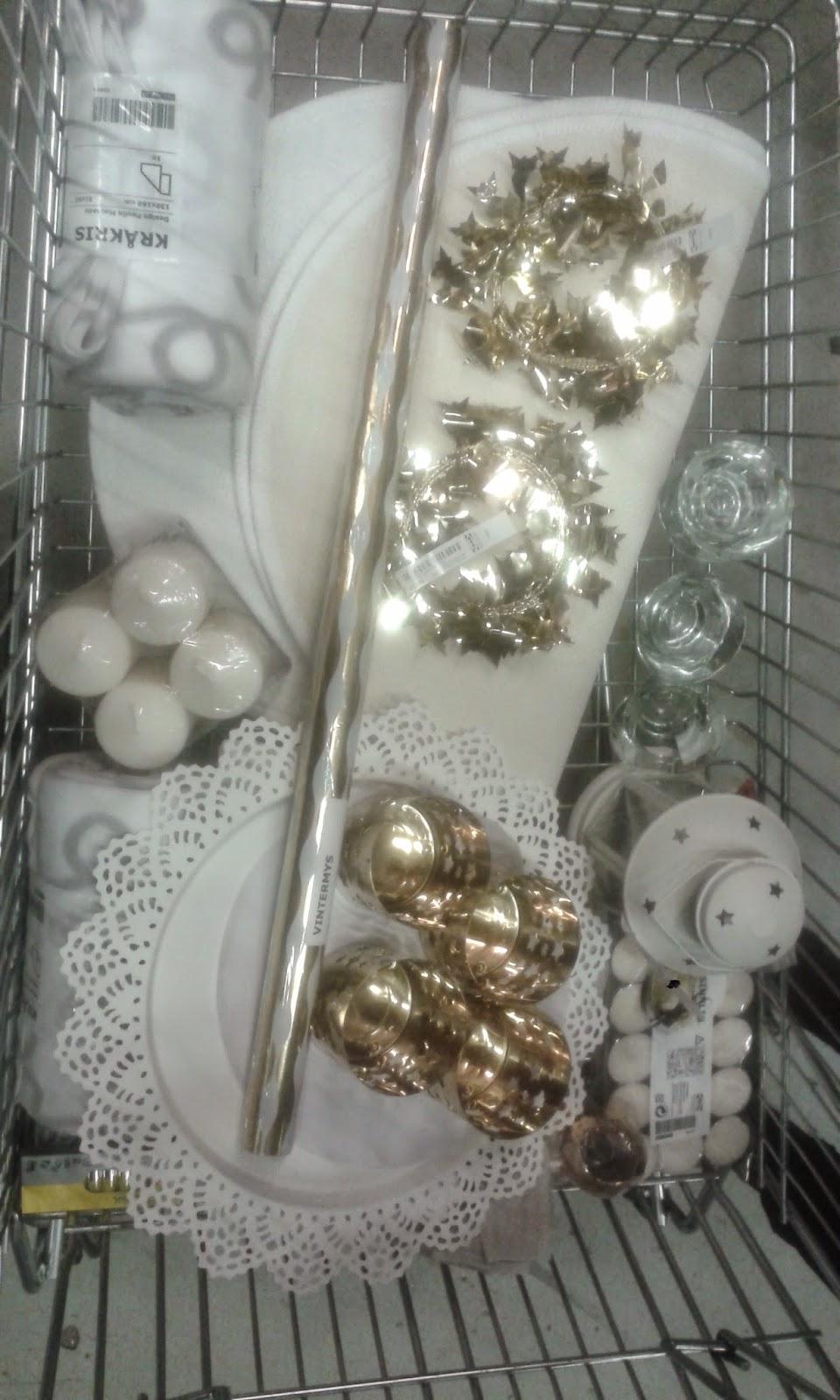 cary makeup acquisti natalizi da ikea decorare la casa per le feste. Black Bedroom Furniture Sets. Home Design Ideas
