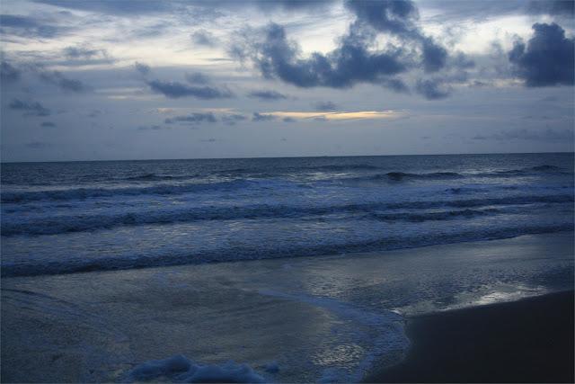 Atardecer en la playa junto al Campement