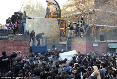 سفارت انگلیس در تهران بازگشایی میشود؟ (انگلیس عزیز، ما غلط کردیم از دیوار بالا رفتیم