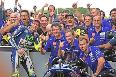 Yamaha Minta Bantuan Rossi untuk Jual Pakaian Mereka