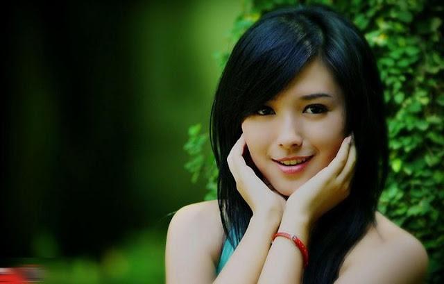 http://asalasah.blogspot.com/2014/12/cewek-cantik-model-baru-asal-manado.html
