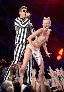 miley cyrus robin thicke VMAs 2013 video music awards hot sexual controversy twerk blurred lines