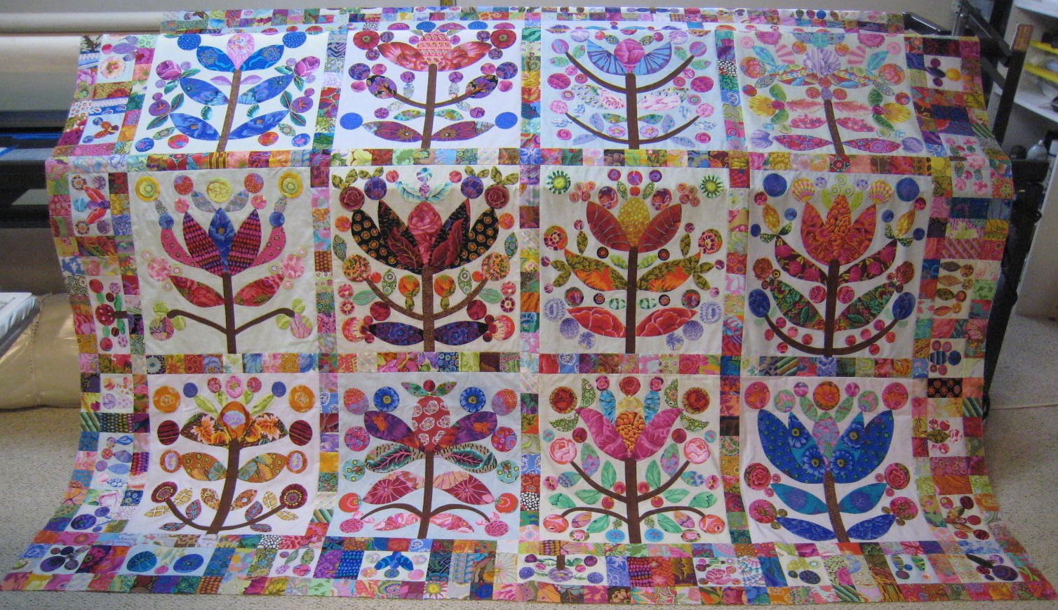 Hand Sewing Quilt Borders http://gloriousapplique.blogspot.com/2012/01/lollypop-trees-finished.html