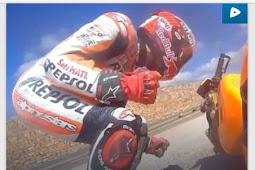 Marquez Crash senggol Rossi (Rossi Tendang Marquez)