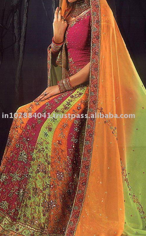 Labels Bollywood wedding lenghas