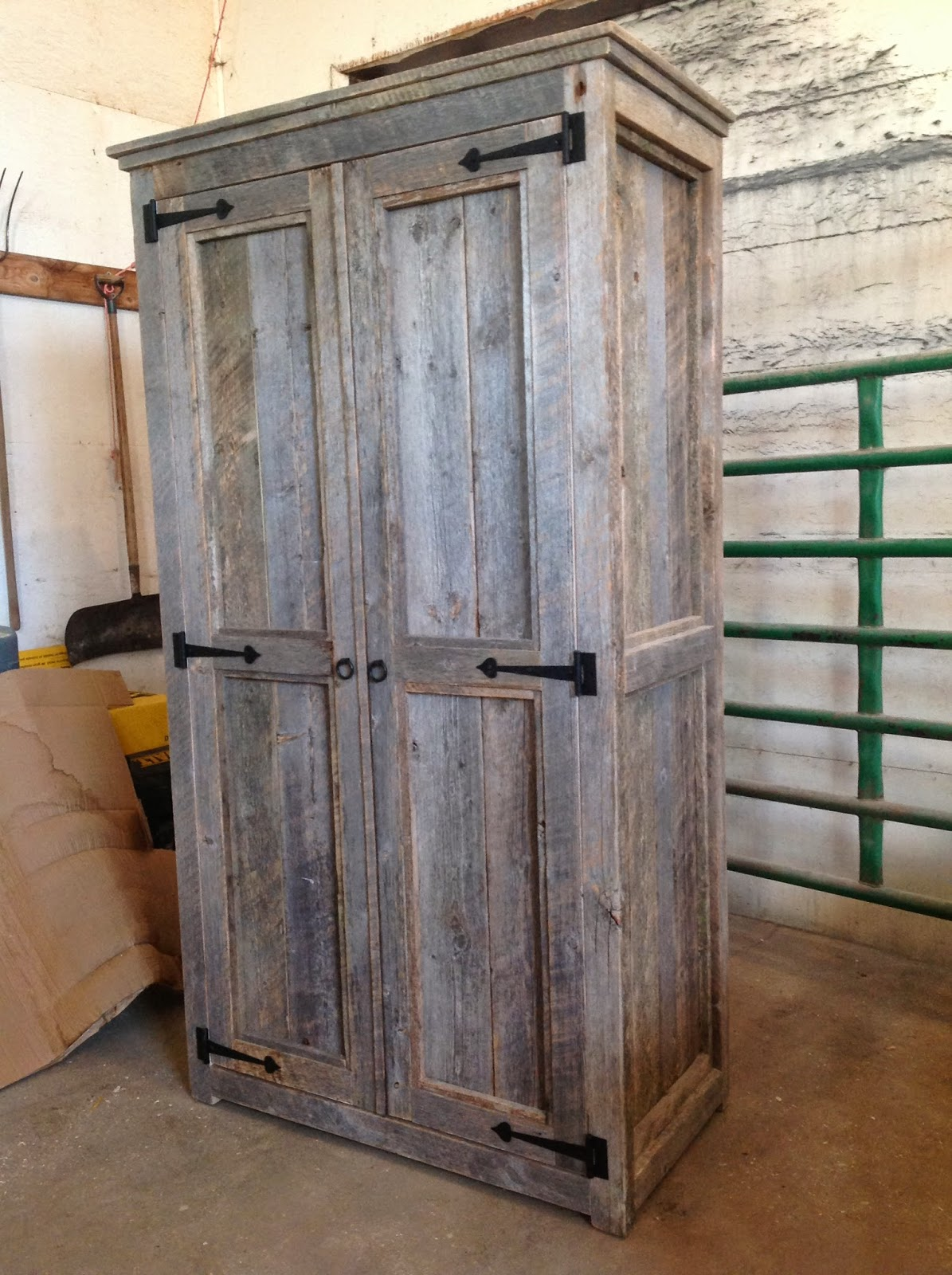 Merveilleux Barn Wood Armoire $ 1250. CAD.   Sold