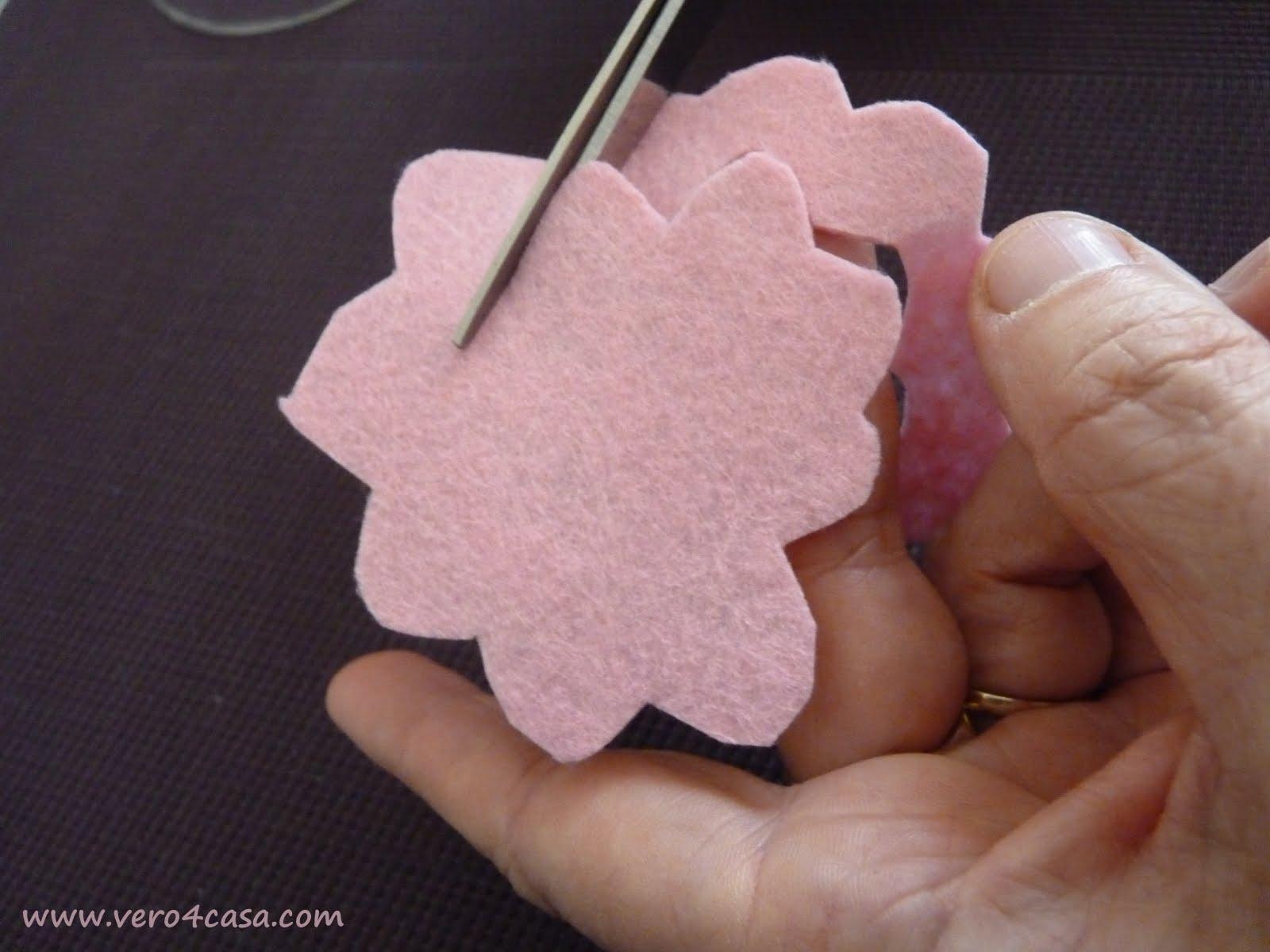 Como hacer una rosa de fieltro paso a paso vero4casa for Como hacer una banqueta tapizada