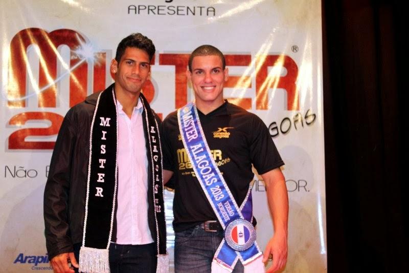 Lázaro Silva, o Mister Alagoas 2012, posa ao lado de Lauro Mendes, seu sucessor. Foto: Divulgação