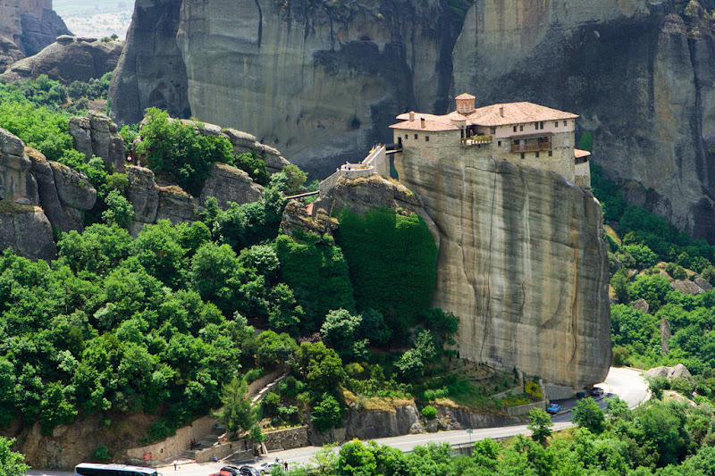 Pix Grove: Suspended Rocks - Meteora Greece