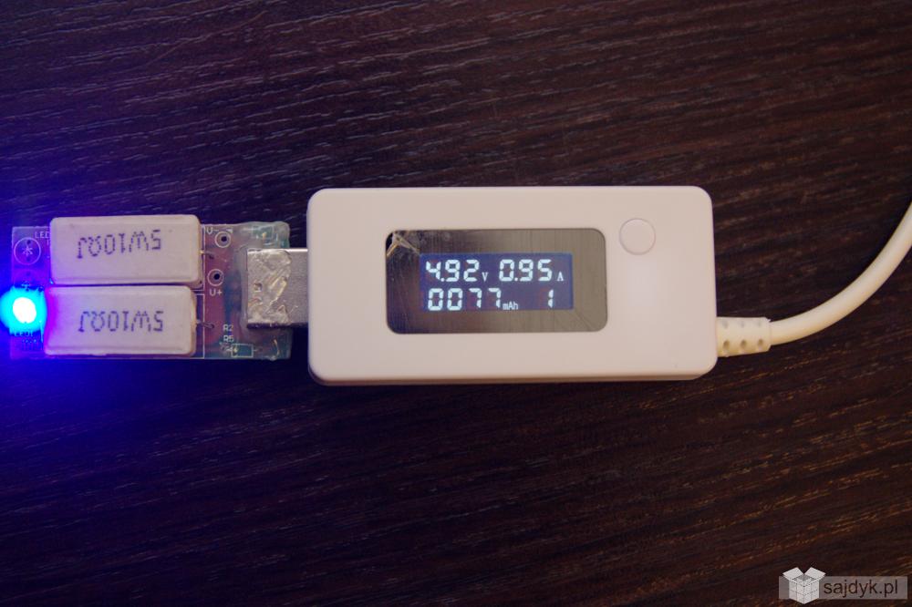 Tester USB mierzący napięcie, prąd i pojemność wraz z rezystorem.