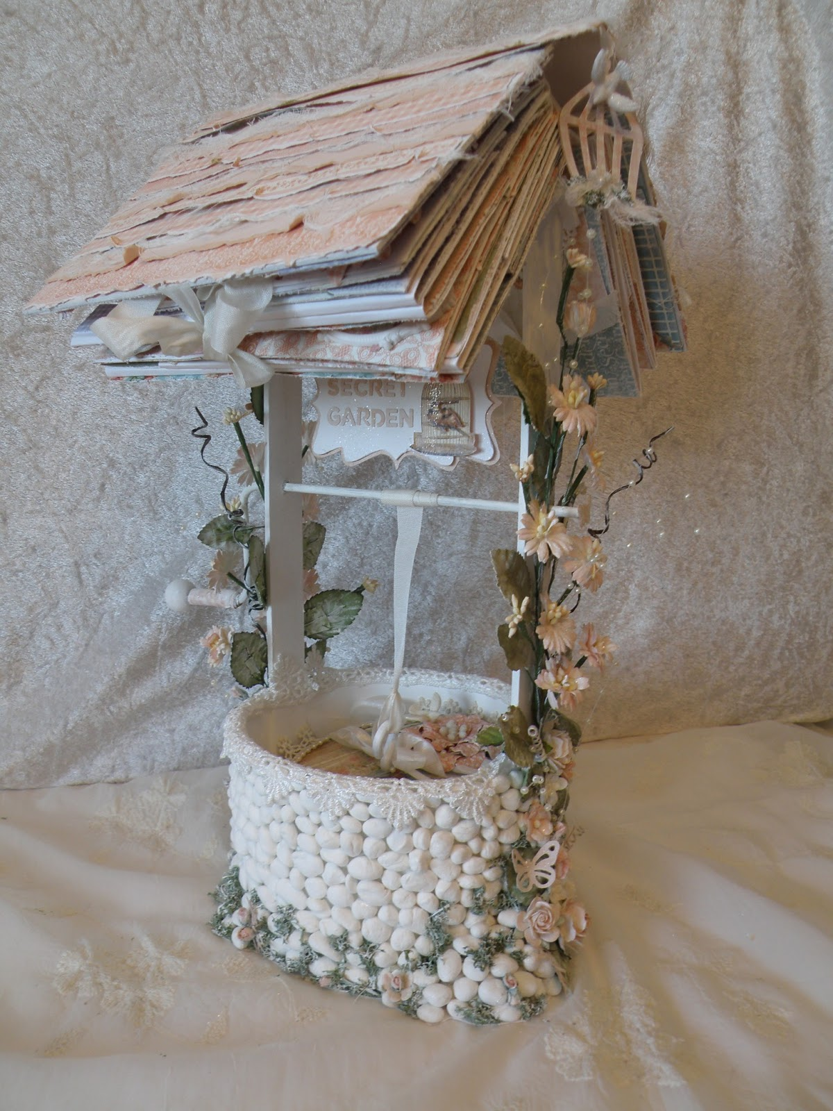 annes papercreations Secret Garden Wishing Well with 2 Mini Album
