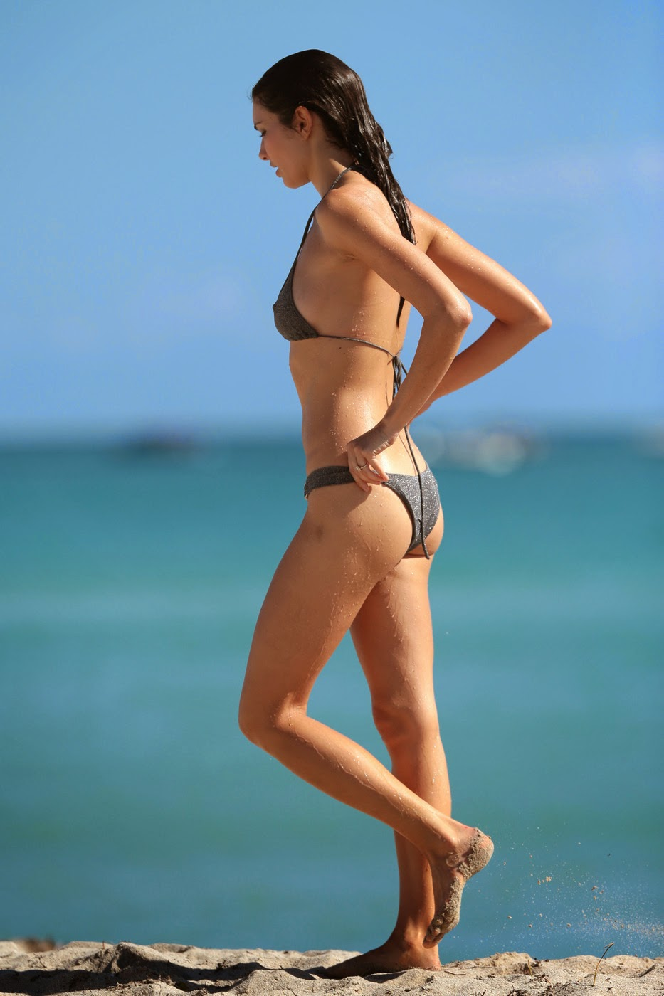 fashion model Teresa Moore bikini on the beach photo 9